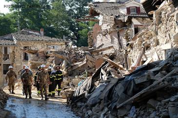 Cutremur puternic in Italia! De frica, oamenii si-au petrecut noaptea in masini. Ce magnitudine a avut seismul