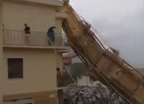 Un turn de 25 de metri s-a prabusit in Italia! Oamenii spun ca este un semn rau