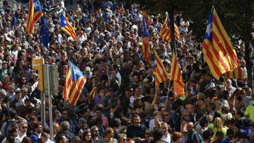 Zeci de mii de catalani cer independenta provinciei fata de Spania!