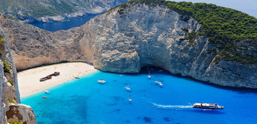 Zakynthos - Cel putin sapte oameni au fost raniti dupa ce o parte din faleza stancoasa s-au prabusit peste plaja Navagio