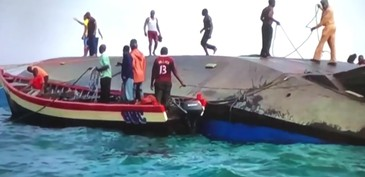 79 de oameni au murit dupa ce un feribot s-a scufundat in lacul Victoria