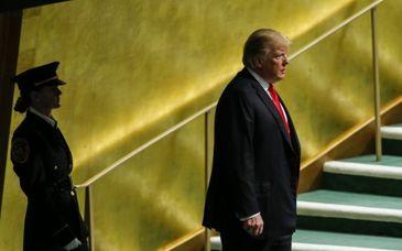 """O politista romanca l-a pazit non stop pe Donald Trump la Adunarea Generala ONU de la New York! Cine e tanara de 25 de ani care a fost """"umbra"""" presedintelui american"""