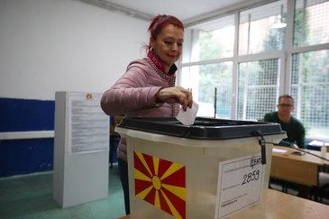 """Referendumul din Macedonia a luat sfarsit. In ciuda unui absenteism puternic, tabara """"da"""" a obtinut o victorie zdrobitoare"""