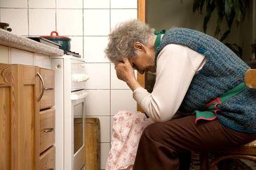 O bunică a comis o crimă inimaginabilă! Şi-a înjunghiat nepoţica de numai un an, apoi a băgat-o la cuptor!