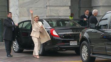 Ultimă oră! Hillary Clinton, implicată într-un grav accident rutier. Maşina în care se afla a intrat într-un stâlp