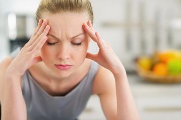 Ai migrene? Cel mai probabil din cauza deficitului de vitamina D. Ce alimente trebuie sa consumi pentru a scapa de durerile de cap