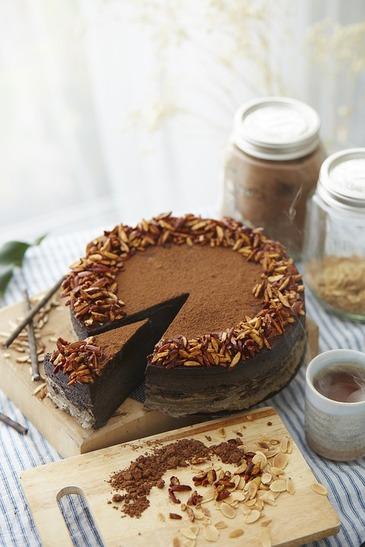 Cel mai simplu si rapid tort de ciocolata! E perfect pentru masa de Revelion