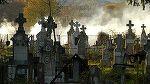 Scene socante la cimitir. Un barbat mort este smuls din sicriu pentru o datorie neplatita