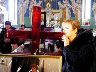 Ce scrie pe crucea Ionelei Prodan. Anamaria Prodan a fost atenta la toate detaliile