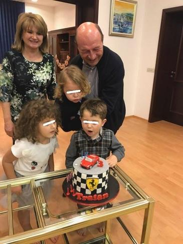 Cum arata acum Traian Basescu? Fostul sef al statului a slabit mult in ultimele luni