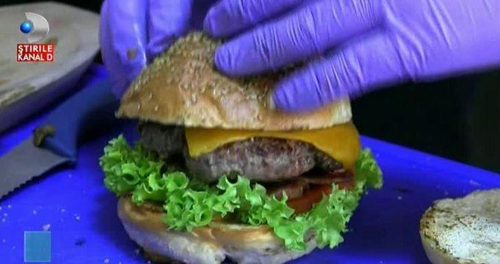 Burgerul cu carne de crocodil ameninta orice dieta, in aceasta vara!