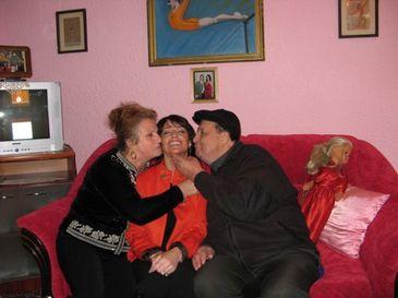 Mormantul familiei Comaneci din Onesti a inceput sa se surpe! Acum 6 ani, marea Nadia si-a inmormantat aici tatal, rapus de ciroza la 77 de ani FOTO