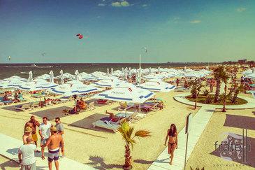 Preturile au explodat pe litoral! Cat costa sa mergi la mare in cel mai aglomerat weekend al verii