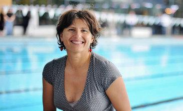 Romanca numita ministru al Sportului in Franta a fost umilita de francezi! Un ziarist a sugerat ca Roxana Maracineanu ar putea fura banii stransi pentru o inotatoare!