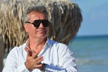 Dan Bittman si-a scos la inchiriat vila de pe malul lacului Sulimanu! In casa cantaretului se poate dormi cu 65 de euro pe noapte!
