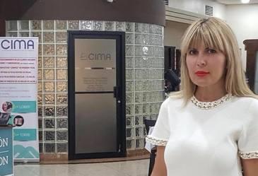 Elena Udrea a împrumutat-o cu o sumă uriaşă pe mama finului ei! Blonda a fost naşa de botez a fiului unui coleg de partid! | DEZVĂLUIRI