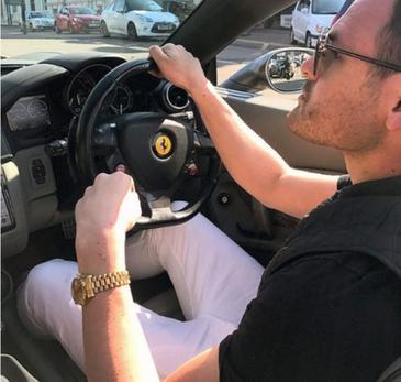 Motivul uluitor pentru care un tanar isi vinde bolidul de lux marca Porsche pentru 20 de lire sterline. Care e conditia
