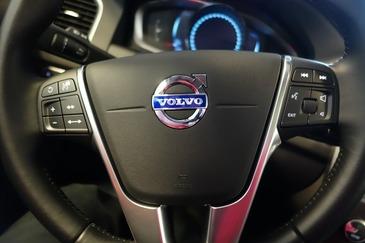 Cel mai mare dealer Volvo din Romania investeste peste 1 milion de euro in show-room-ul de la Otopeni