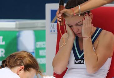 Simona Halep a fost lovita cu o minge in cap de actuala adversara din finala de azi, de la Roland Garros! Incidentul s-a intamplat in timpul unei partide de dublu