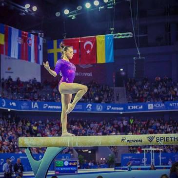 Gimnasta Larisa Iordache, medalie de aur la individual-compus, la Universiada de la Taipei
