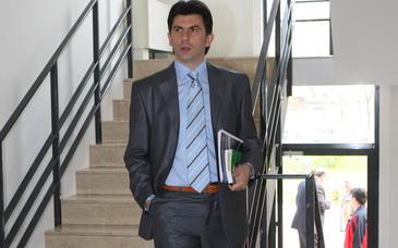 "Primul mesaj al invinsului Lupescu, dupa ce Burleanu a fost reales presedinte FRF: ""A fost de datoria mea sa incerc sa vin sa incerc sa ajut fotbalul!"""