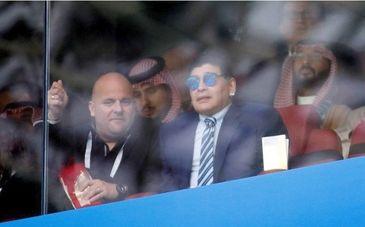 Celebrul Diego Maradona nu a fost recunoscut de politistii rusi! Dupa meciul Rusia-Arabia Saudita, argentinianul nu a fost lasat sa ajunga la masina sa!