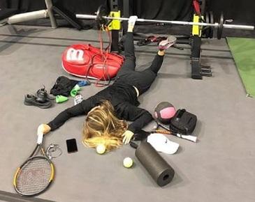 """Simona Halep a acceptat provocarea #fallingstars: """"Acesta este rezultatul a 4 meciuri in 48 de ore"""""""