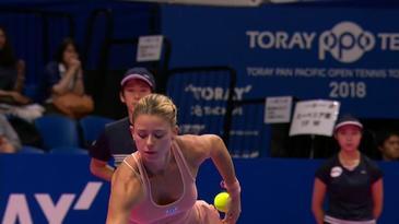 Camila Giorgi i-a innebunit pe fanii tenisului! Italianca sexy a purtat un sort roz, de culoarea pielii!