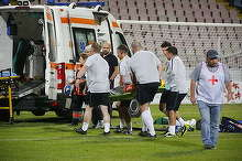 Accident pe terenul de fotbal, la Buzau! Un jucator englez a ajuns in stare grava la spital