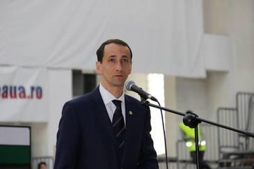 Imagini inedite! Preşedintele COSR, Mihai Covaliu, a revenit pe băncile şcolii