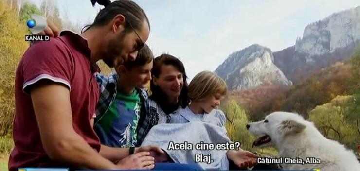 """Curaj sau nebunie? O familie din Bucuresti s-a hotarat sa traiasca in salbaticie: """"Abia acum simt ca traiesc cu adevarat"""". Din corporatie, direct in natura"""