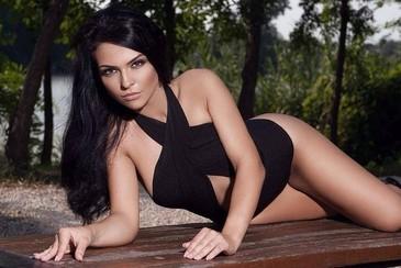Ea este Kim Kardashian de Romania! Cantareata Francisca spune ca a avut doar de suferit de pe urma asemanarii cu vedeta americana!