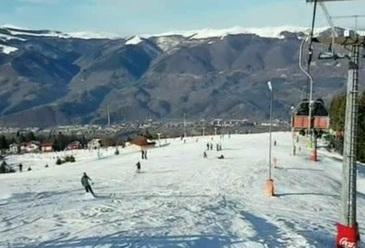 Paradisul iubitorilor de sporturi de iarna este chiar in Romania! Statiunea din masivul Vulcan atrage tot mai multi turisti – Ati fost aici?