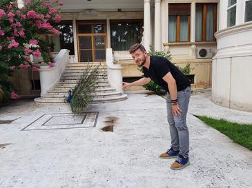 """Zona de maxima strictete in perioada comunista, astazi unul dintre cele mai frumoase obiective turistice din Bucuresti. Este vorba despre resedinta familiei Ceausescu. Vedeti totul in rubrica """"Ati fost aici?"""""""