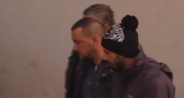 Doi tineri si iubitele lor, implicati intr-o incaierare sangeroasa in Dambovita. Un barbat a ajuns la spital, injunghiat