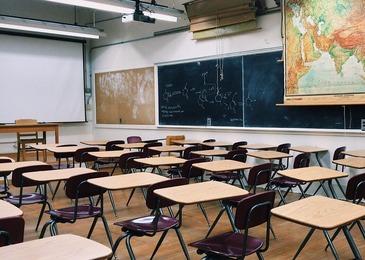O adolescenta de 15 ani a fost injunghiata mortal de un coleg de clasa, dupa ce a refuzat sa ii faca tema. Incidentul a avut loc chiar in sala de clasa