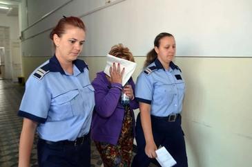 O femeie de 66 de ani a fost arestata pentru inselaciune! Femeia a luat 300.000 de euro de la zece oameni