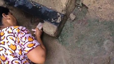 Video socant! Un bebelus nou nascut a fost abandonat in ghearele mortii, insa o femeie l-a scos viu de acolo. Este incredibil unde a supravietuit pruncul