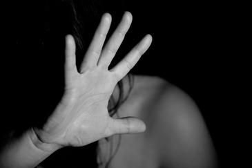 Profesor de sport, acuzat de viol de o eleva de 15 ani! Fata este in grija specialistilor si refuza sa voreasca