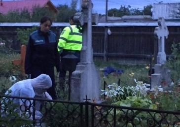 Descoperire macabră într-un cimitir din Arad! Un bărbat a fost găsit fără viaţa, chiar pe mormântul părinţilor lui