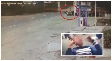 VIDEO cu momentul terifiant în care tânărul din Brăila intră cu maşina din plin în doi oameni pe centura oraşului! N-a frânat o secundă şi i-a aruncat câţiva metri în aer! E o minune că trăiesc