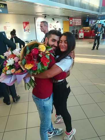 Naomi s-a intors in Romania! Primele imagini cu Razboinica la aeroport! E surprinzator cine a asteptat-o