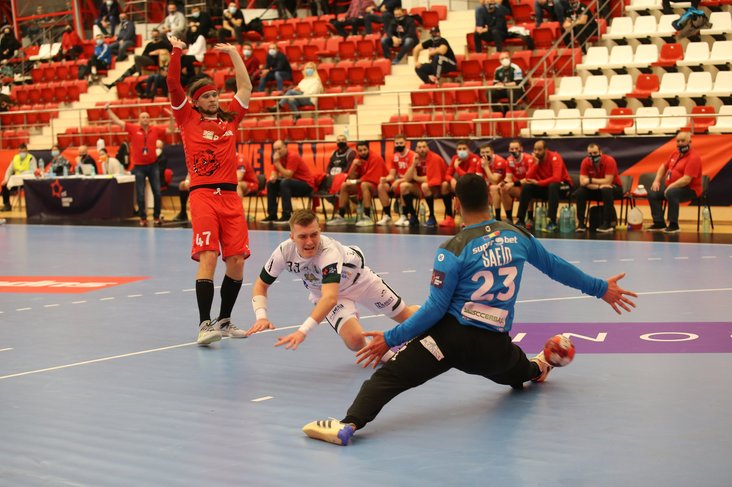 VIDEO | Dinamo - Tatran Presov 32-30, în EHF European League, pe Look Sport+. Final de meci perfect pentru 'roş-albi'