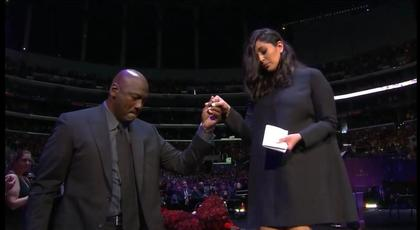 VIDEO | Kobe Bryant, omagiat la Staples Center la Los Angeles. Imagini emoţionante